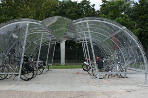deposito con copertura per biciclette